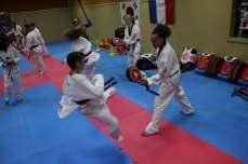 Les championnes olympiques rendent visite au Cosma Taekwondo